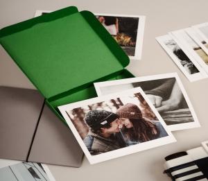 Caja verde para polaroids
