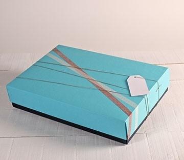 Bicolor boxes for shops