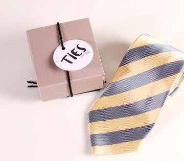 Quadratische Schachtel für Krawatte