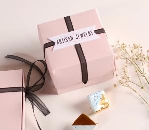 Caja para joyas con lazo