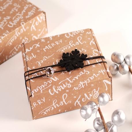 Caja cuadrada con decoración navideña