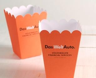 Pack corporativa para comunicación interna. Caja cartulina full color con gadgets de la propia marca.