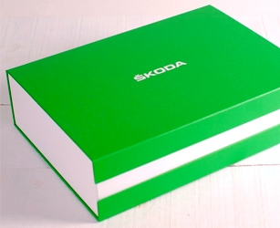 Welcome pack for vehicle delivery. Box with customised size, materials and print.
